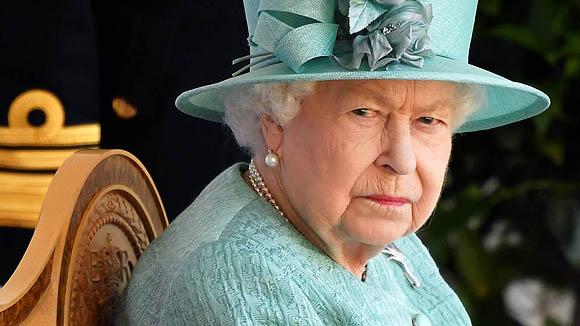 Coronavirus pega a la Reyna: despidos masivos en sus castillos