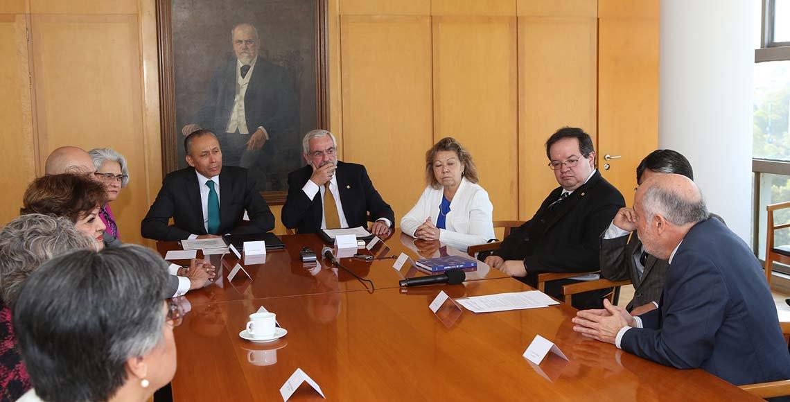Crearán UNAM e ISSSTE licenciatura en Nutriología