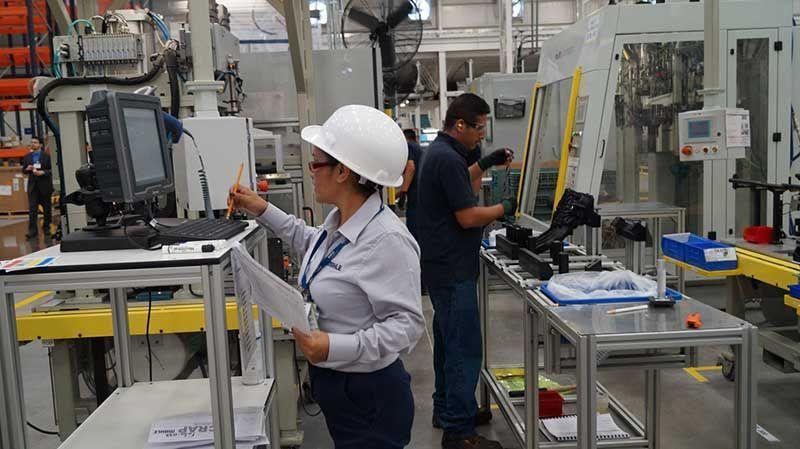 Crece empleo manufacturero...