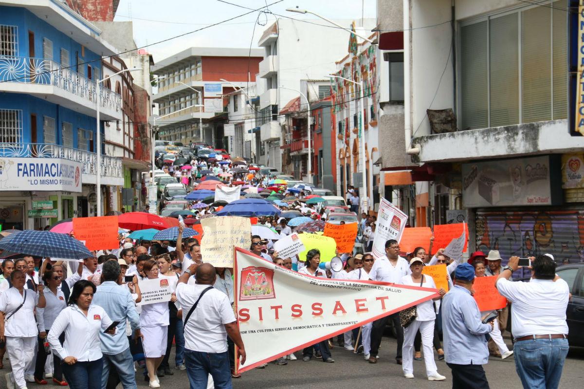 Crecen protestas por falta de pagos