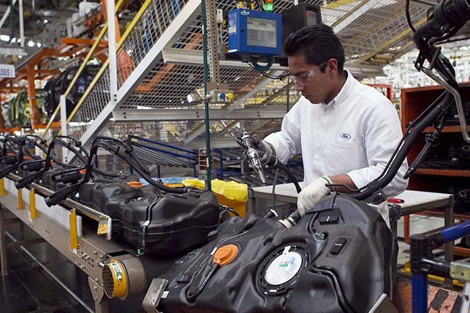 Crédito Fonacot  a trabajadores de industria de autopartes