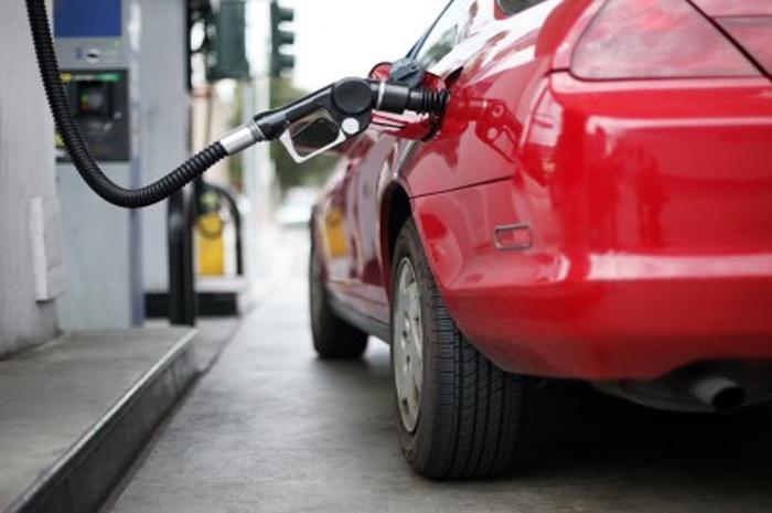Cuesta 9 salarios mínimos llenar un tanque de gasolina