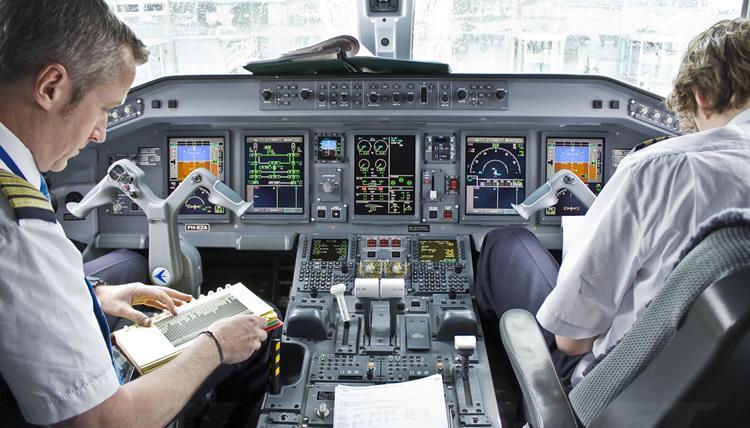 Culpan pilotos a Aeroméxico de demoras