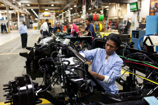Daimler sumará otros 2 mil despidos, ahora en Brasil