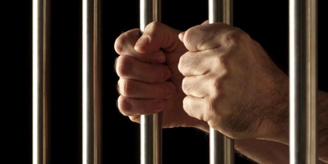 Dan 9 años de cárcel a ex funcionario del IMSS