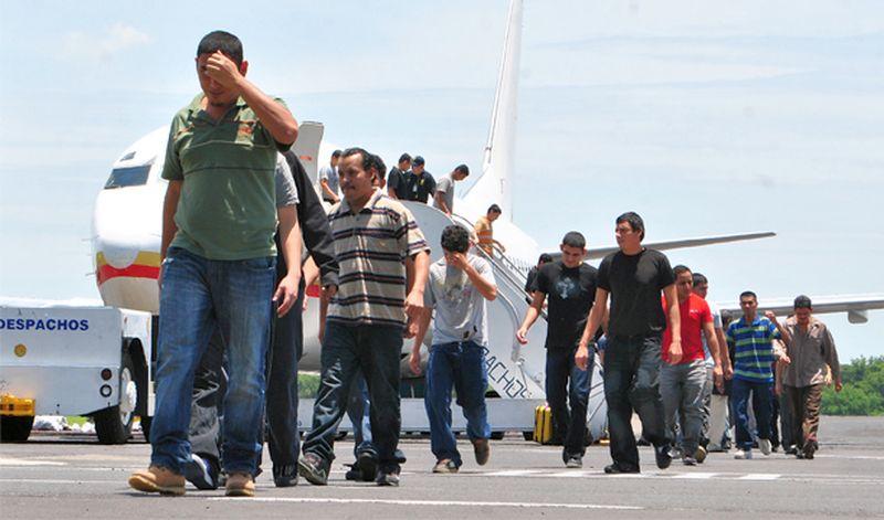 Dan mil millones a STPS para atender deportaciones