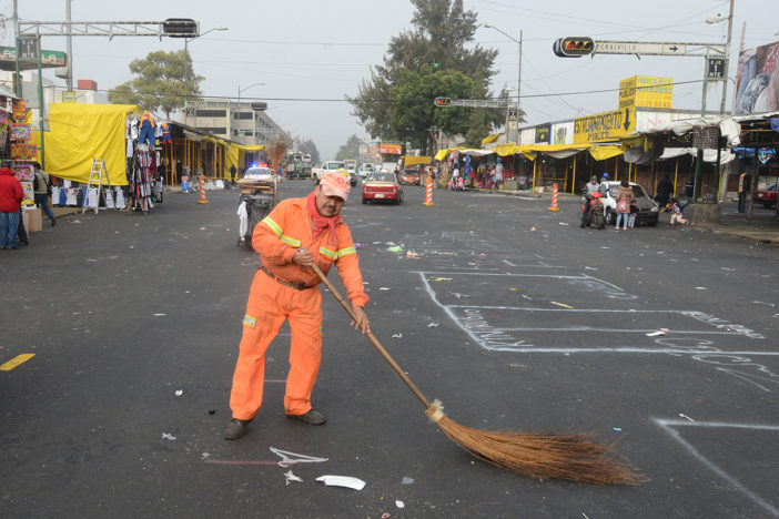 Dan seguridad laboral a trabajadores de limpia