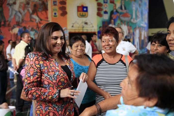 De 2 mil 246 municipios, en tres las mujeres tienen participación laboral