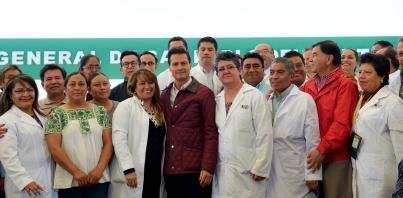 Defiende EPN universalización de servicios de salud