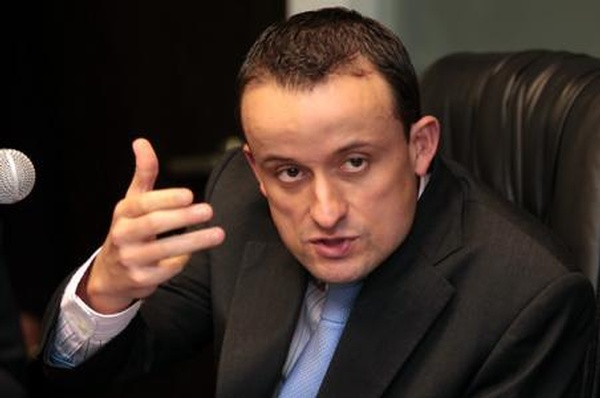 Defiende Mikel Arriola capacidad de atención del IMSS