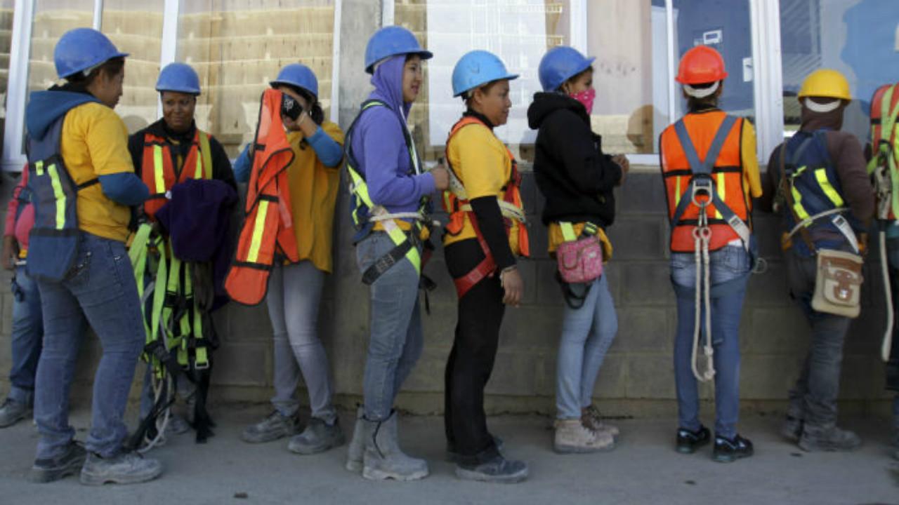 Defiende SE reforma laboral