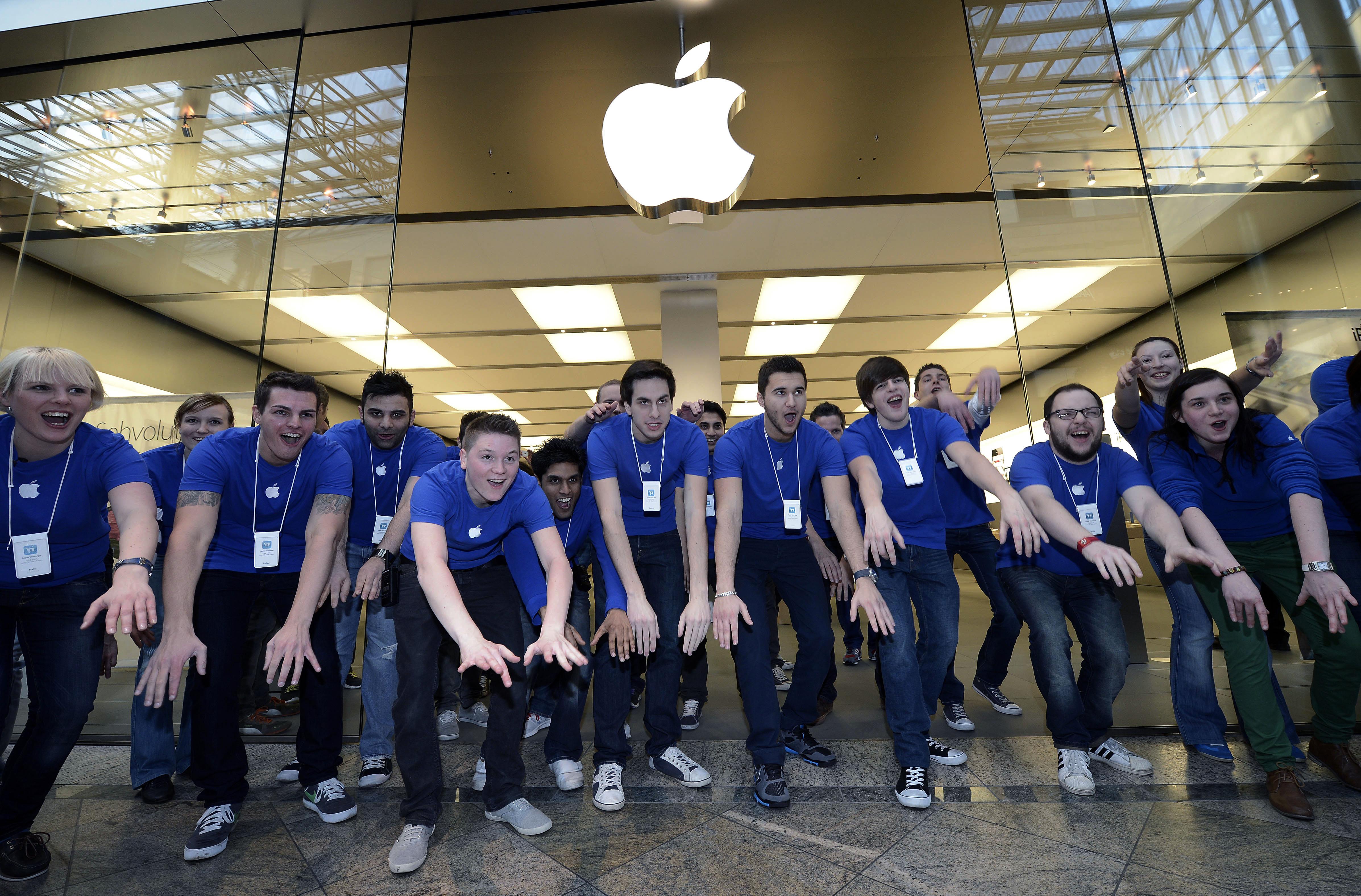 Defienden Google, Apple, Microsoft Facebook a empleados de Trump