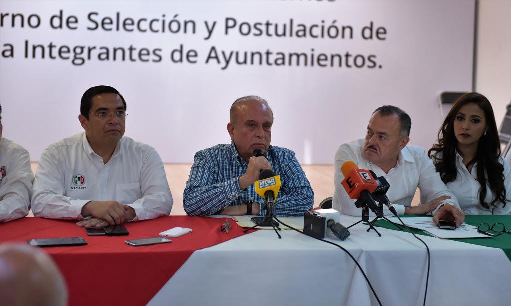 Dejan sindicalistas nayaritas al PRI