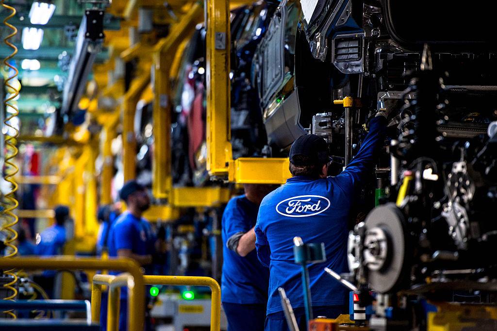 Descarta Ford recorte