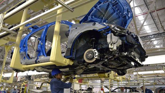 Descartan alza salarial en el sector automotriz
