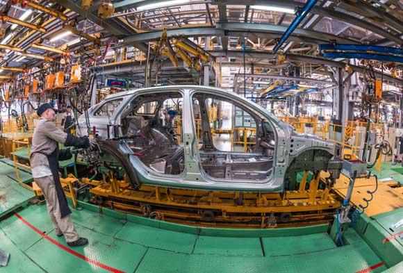 Despide sector automotriz a 823 trabajadores  al día en abril