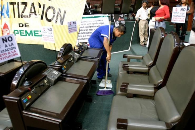 Diputados buscan austeridad en la limpieza
