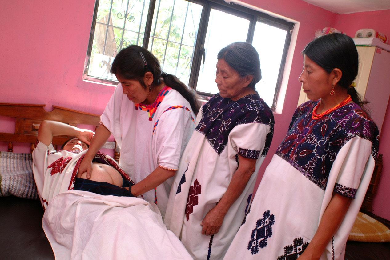 Disminuye mortalidad materna indígena