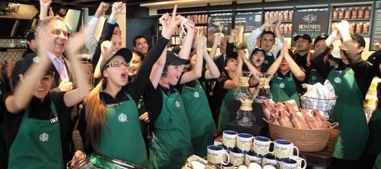 Dispara Starbucks estudios a 8 mil empleados en México