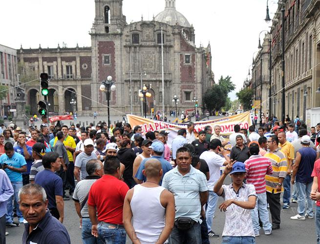 Echa SEP a 1,609 maestros de Michoacán