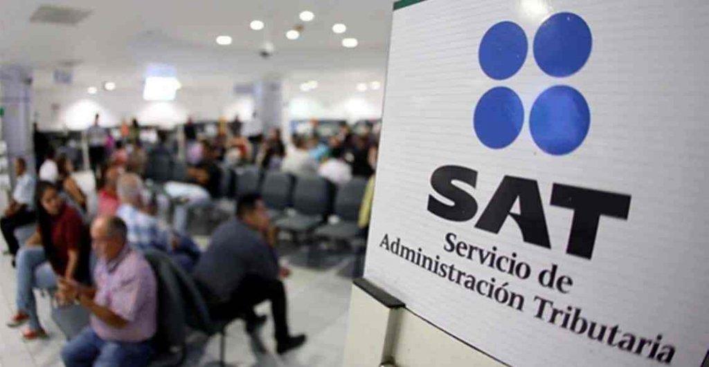 Echan a miles de empleados del SAT