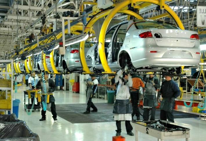 Economía automotriz tendría que ser 35% mayor para pagar salarios de 16 dólares