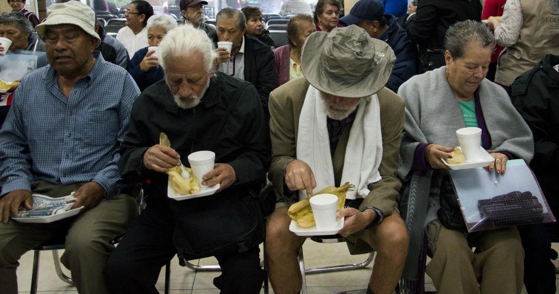 El 49% de adultos mayores recibe 600 pesos de pensión, y 26% nada