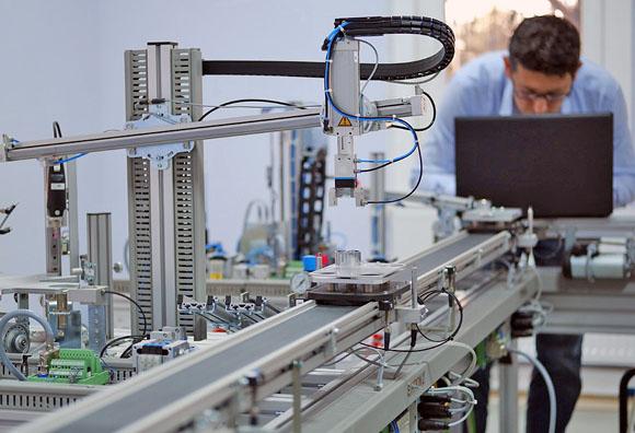 El empleo de 54% de los mexicanos está en riesgo por la automatización: BM