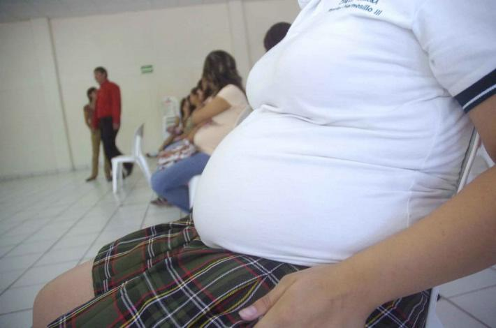 Embarazo: juego de niñas aprendiendo a ser madres