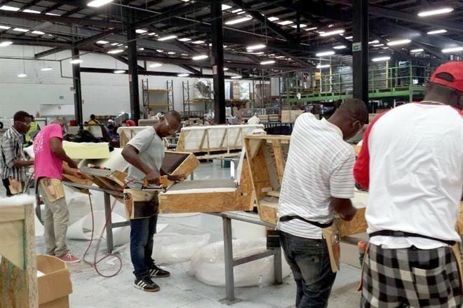 Emplea industria a haitianos en Tijuana