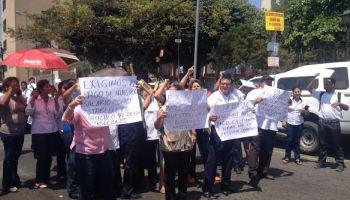 Empleados de salud reciben pagos retrasados en Veracruz