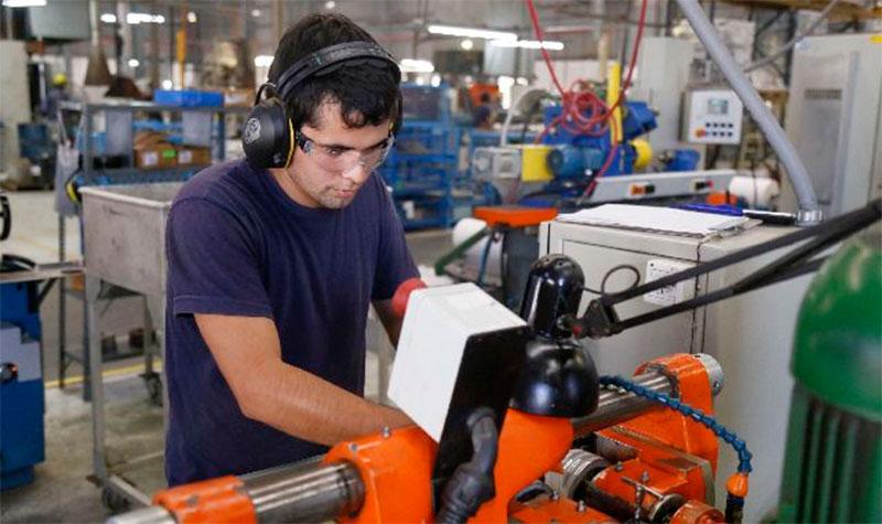 Empleo manufacturero crece 3.0 por ciento anual en febrero