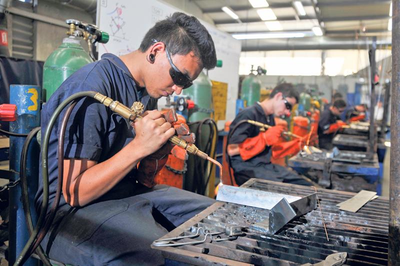 Empujan a técnicos al mercado laboral