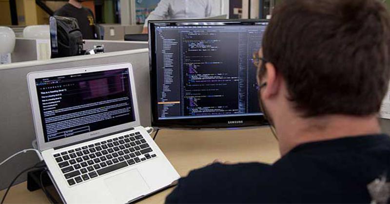 En cinco meses enseñan a migrantes a programar