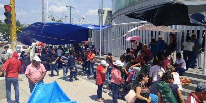 En huelga trabajadores en Chiapas para recibir salarios retroactivos