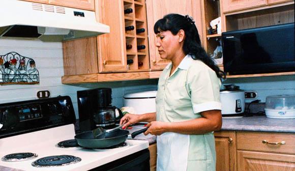 En la informalidad, 96.7 % de trabajadores domésticos : Inegi