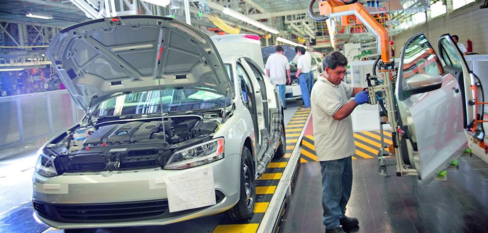En México 0.5% de los trabajadores automotrices ganan 16 dólares la hora