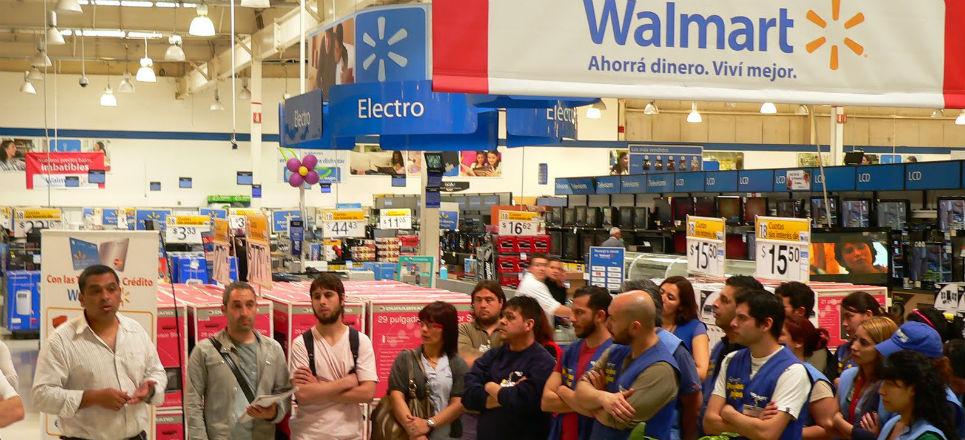En Walmart corren a 16 mil trabajadores