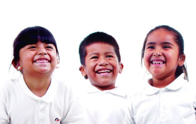 Entran en vigor 10,000 becas para estudiantes; van de 1,600 a 2,400 pesos