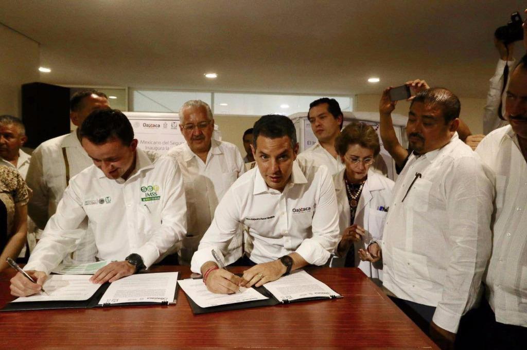 Entrega IMSS 3 unidades médicas rurales en Oaxaca