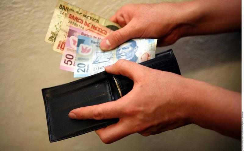 Erradicar pobreza por hogar requiere casi 5 salarios mínimos, según Coneval