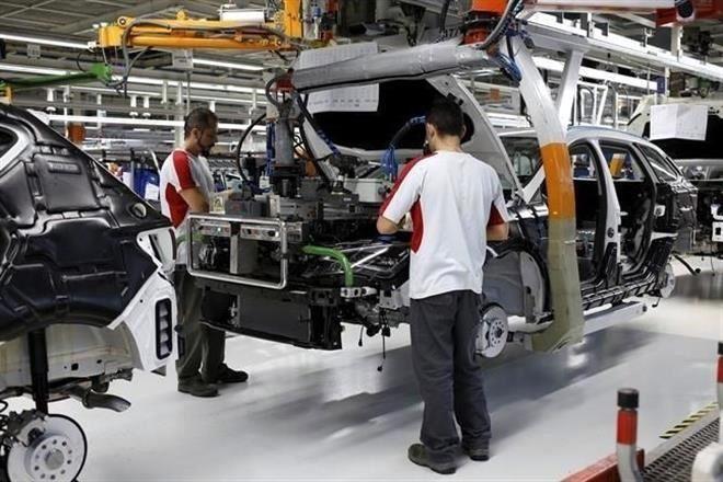 Estancan sindicatos salario automotriz