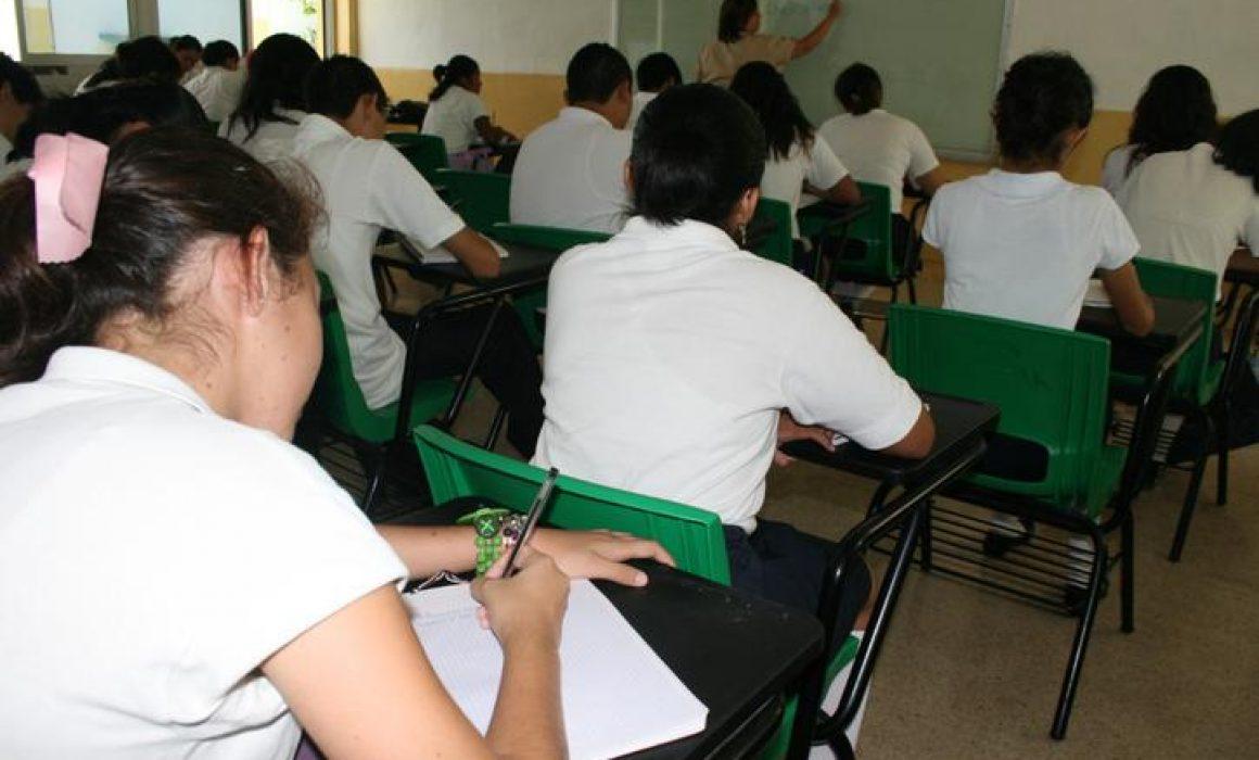 Estudian y trabajan 19% de los inscritos en bachilleratos públicos