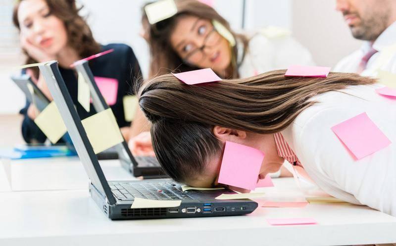 Estudio revela que el estrés laboral es tan dañino como el humo del cigarro