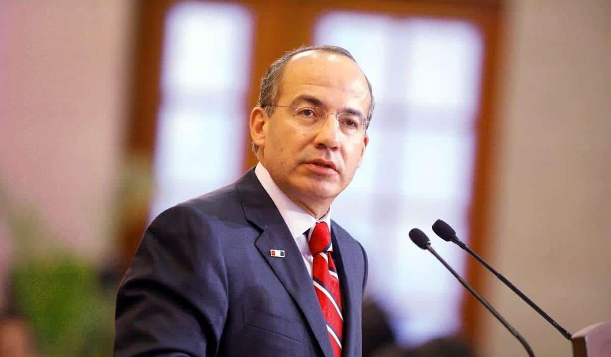 Felipe Calderón se queja en redes por su pensión de expresidente