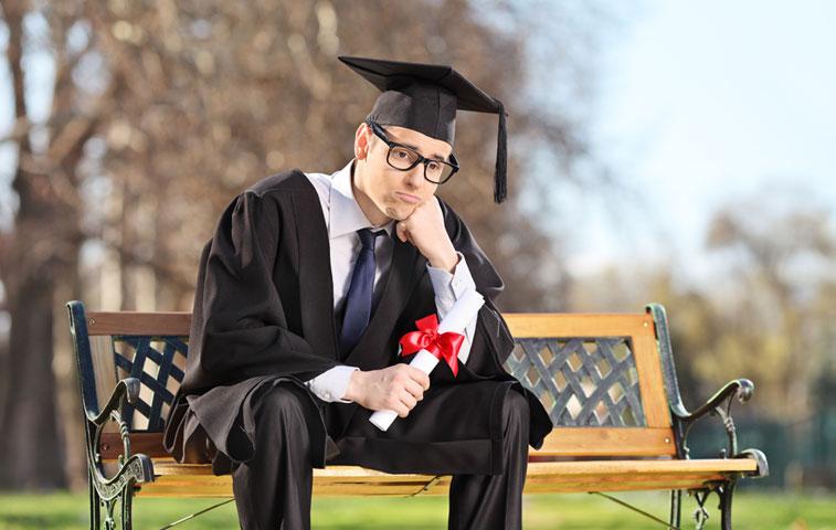 Filas del desempleo suman a 884,000 profesionales titulados