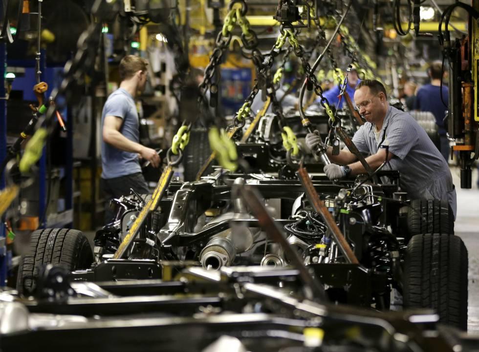 Ford proyecta un tercer turno laboral tras regreso de confinamiento