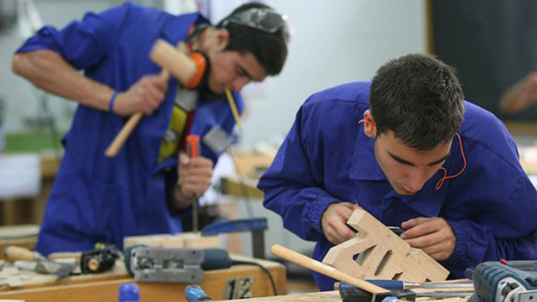 Ganan 82% de jóvenes sueldo insuficiente