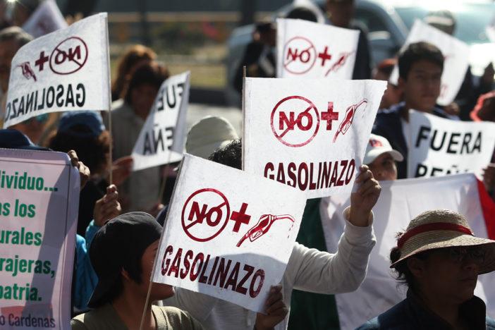 """""""Gasolinazo"""" ahondó la crisis de los salarios en México"""