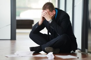 Hombres tienen más deudas y morosidad que las mujeres